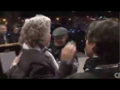 Beppe arriva sul palco di Roma e…. 22/02/2013