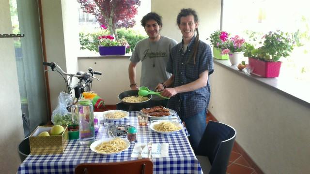Pecoglioni Italia Tour. Pranzo e musica con Afreak
